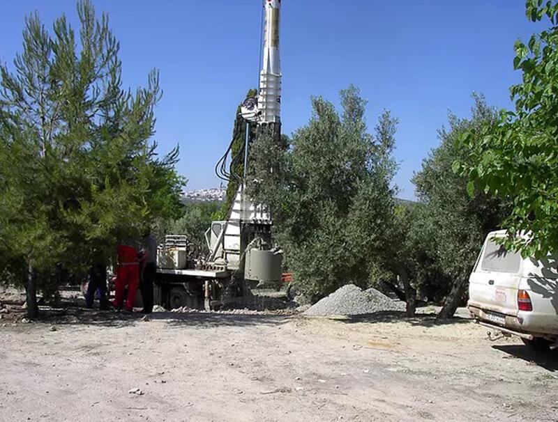 Maquina para hacer sondeos y pozos para agua, gas y geotermia en Persohinca