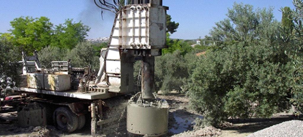 El equipo de Persohinca en la reubicación de la toma de agua del río Genil
